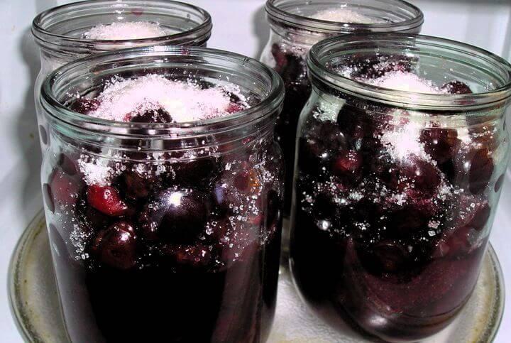 Обработка емкостей с сырыми ягодами и фруктами