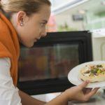 Как правильно разогреть блюдо в микроволновке