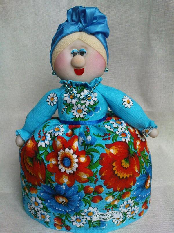 Кукла-грелка на чайник из чулок
