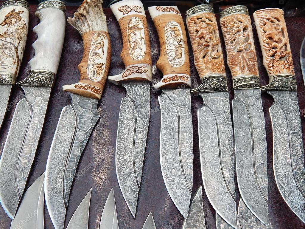 Охотничьи ножи с ручками резной кости