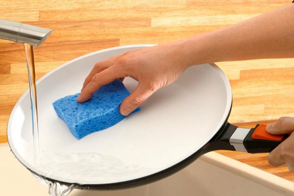 Как мыть керамическую сковороду