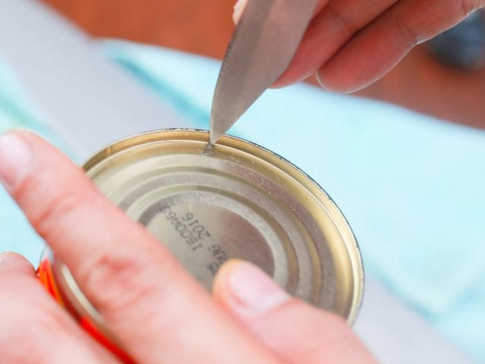 Как открыть банку ножем