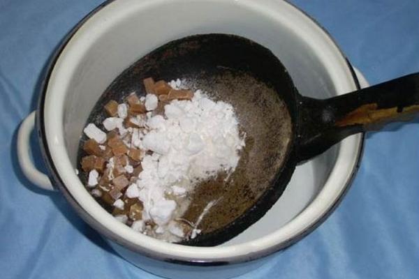 Читка сковородки с мылом и содой