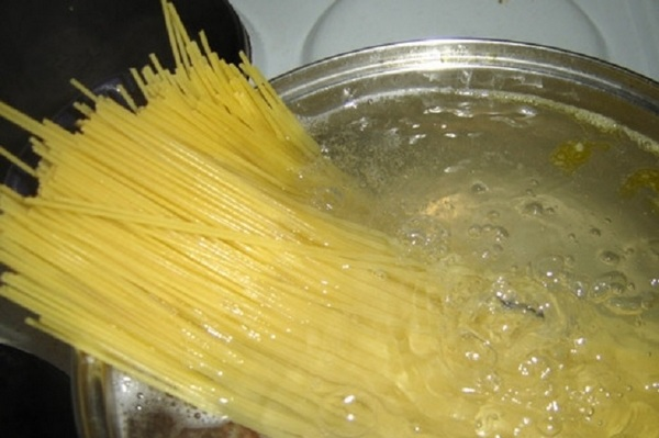 Читска ложек в макаронах