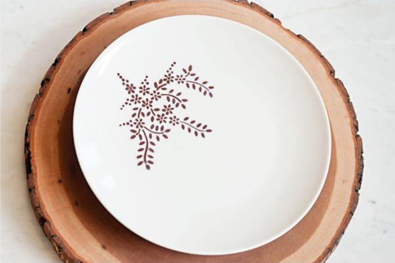Готовая декорированная тарелка