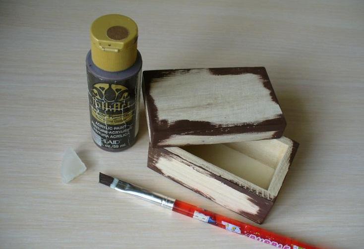 Pokryvaem-korichnevoj-kraskoj Шкатулка для колец