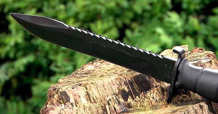 Боевой клинок с зубчатым лезвием