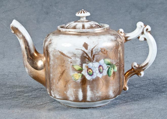 Фарфоровая емкость для заваривания чая
