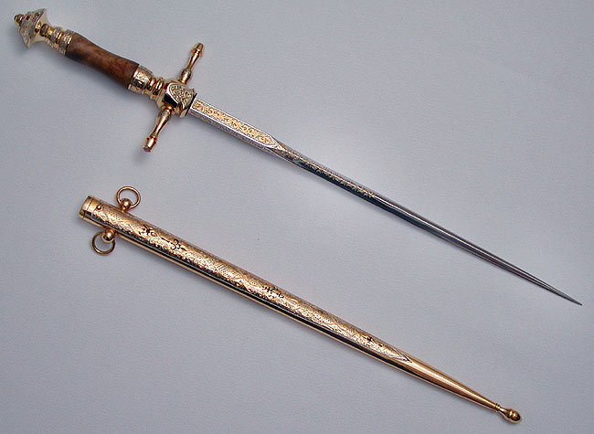 История появления ножа стилета