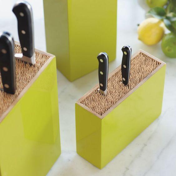 Контейнер для хранения приборов на кухне