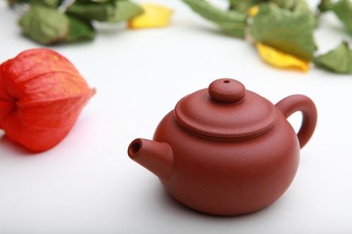 Красивый чайник для кухни