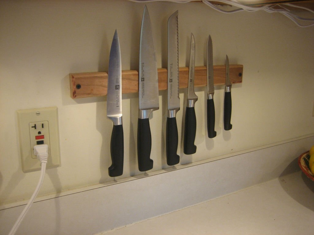Магнитный держатель для ножей