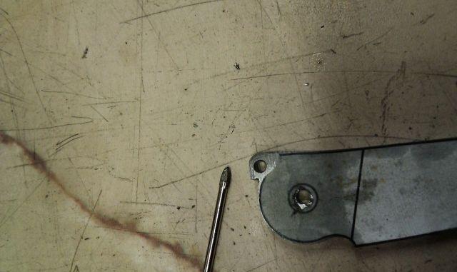 Отверстия в складном ноже