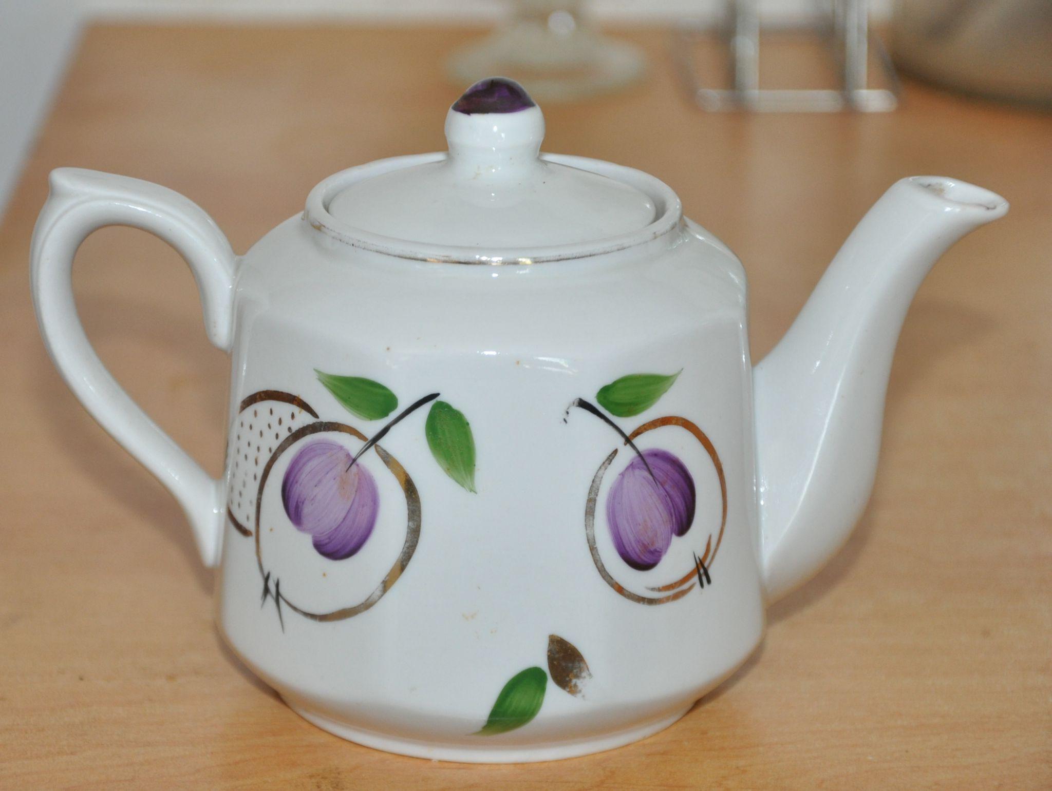 Яркий декор чайника