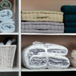 Полотенца роллы в шкафу