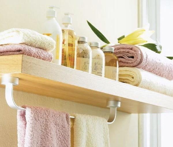 Хранения полотенец на полке в ванной комнате