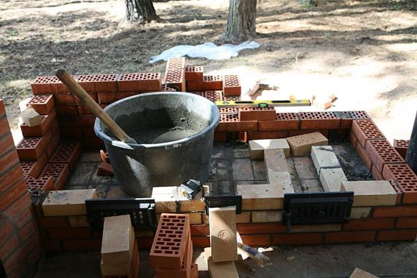 Фундамент мангала с печью для казана
