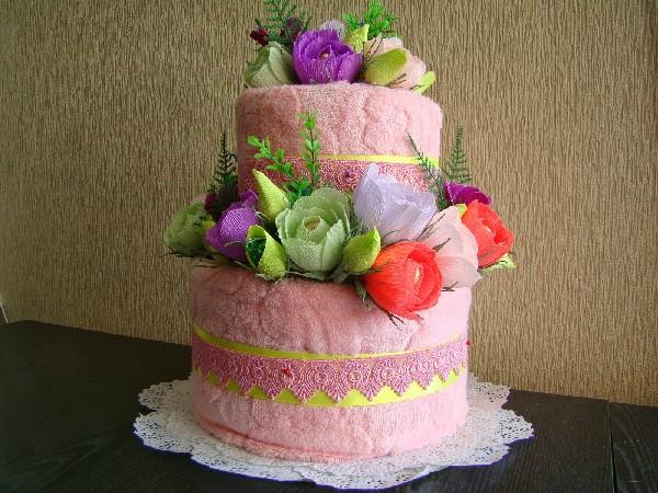 Большой торт из полотенец