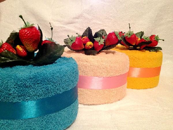 Тортики из полотенец с клубникой