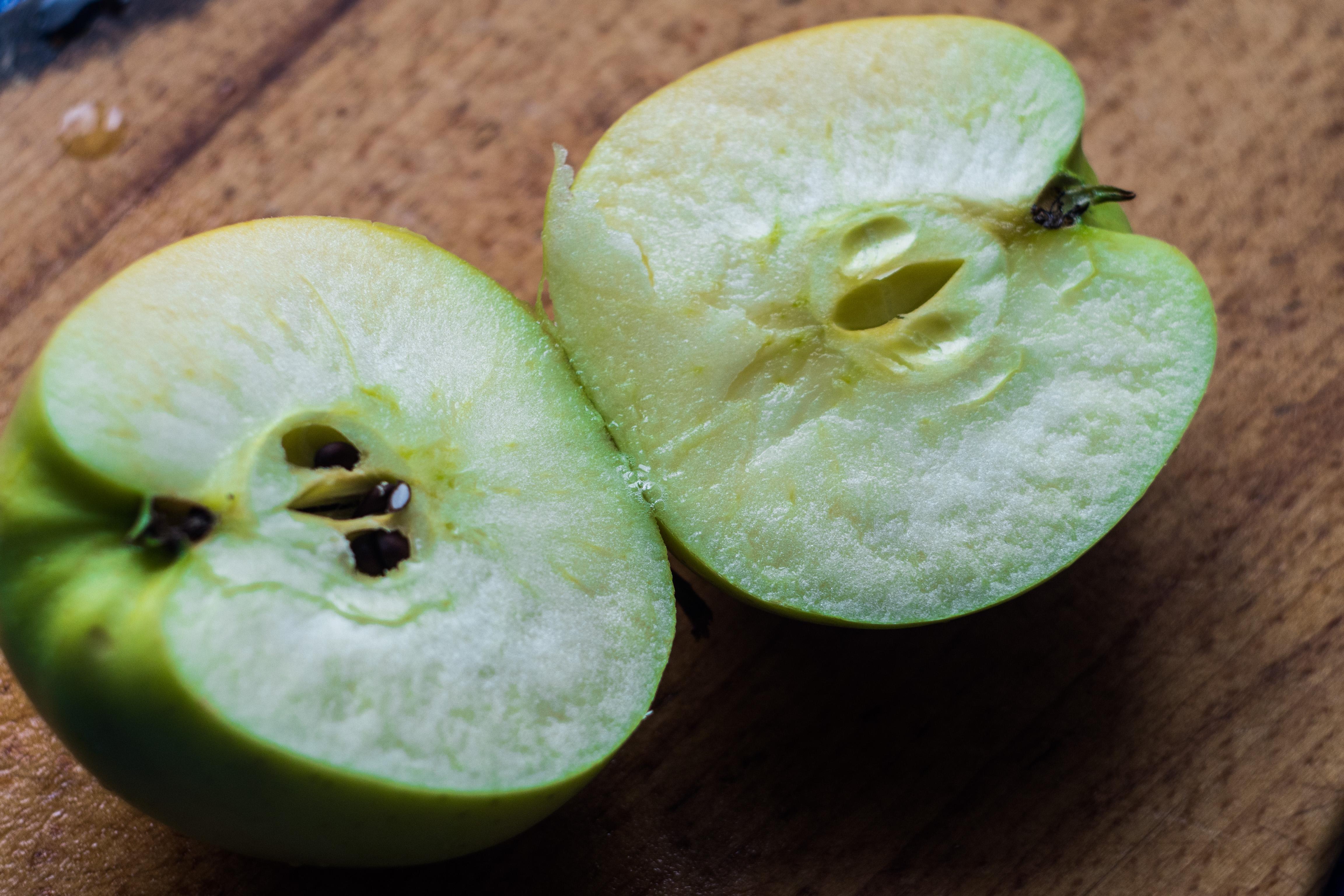 Разрезанные яблоки