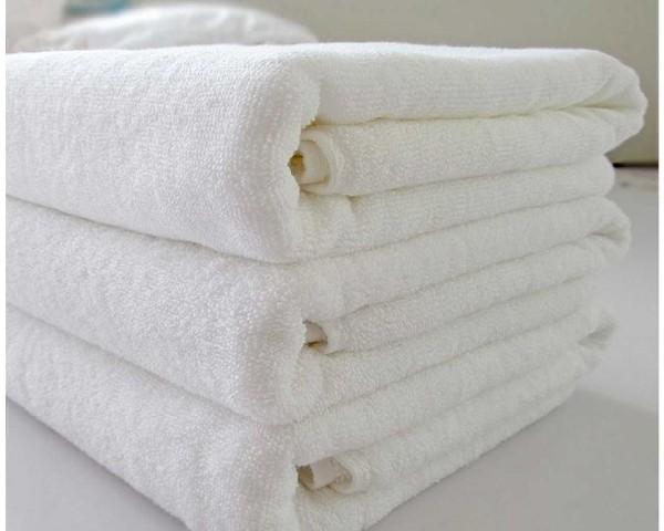 Полотенца, сложенные в французским способом